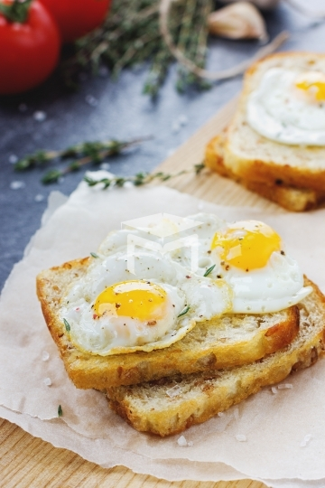 Toasts with eggs