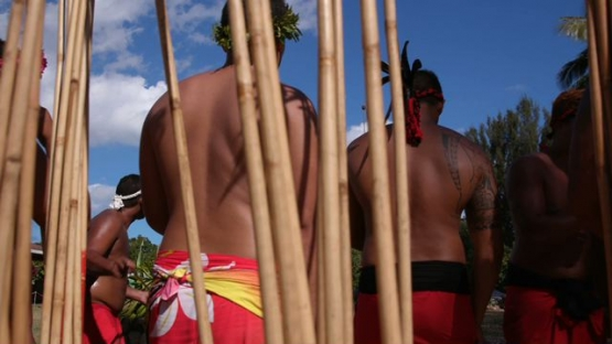 Heiva Tahiti, Traditional sports of Polynesia, Men with pareos during a Javelin throwing contest
