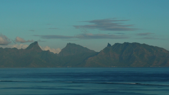 Timelapse, Moorea under sunrise light