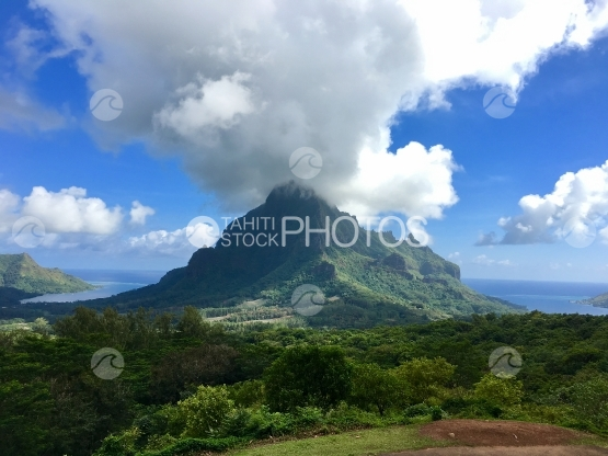 View on Mt Rotui from the belvedere lookout at Moorea