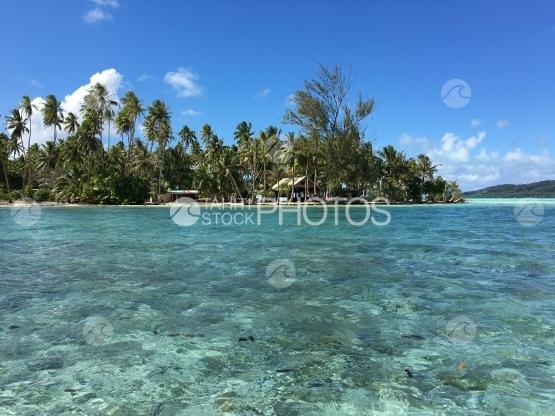 Lagoon at motu Tautau on Tahaa