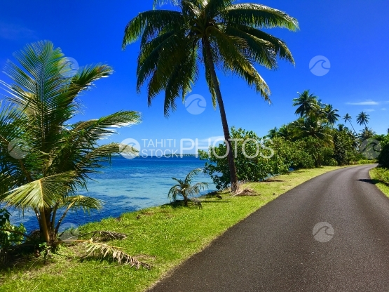 Typical street scenery along the coastline of Tahaa