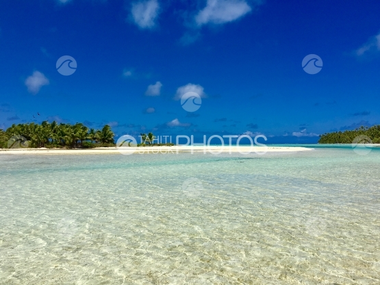 Turquoise water of the lagoon of Tetiaroa