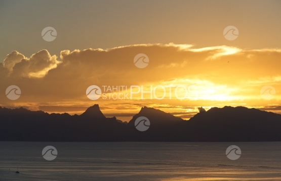Moorea, beatiful sunset shot from Tahiti