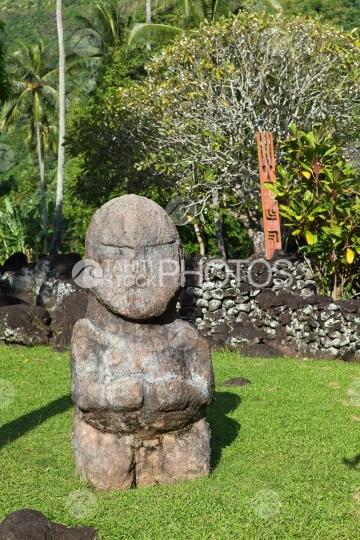 Tahiti, copy of tiki of Austral islands of Polynesia