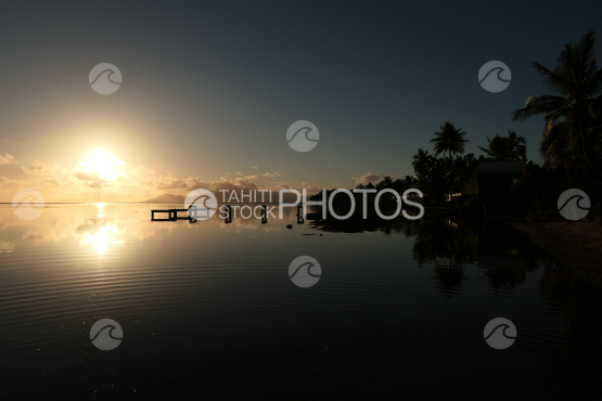 Sunset shot from Tahiti, view on Moorea