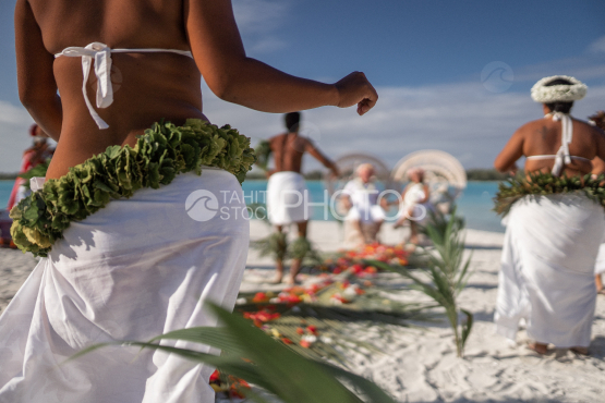 BORA BORA, TRADITIONAL POLYNESIAN WEDDING of TOURISTS ON THE BEACH