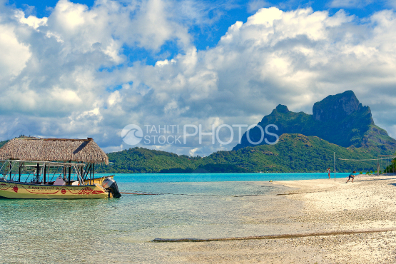 Mountain and lagoon of bora bora