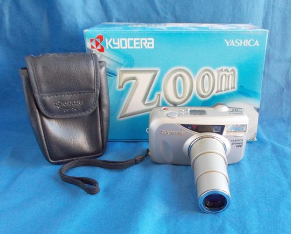 Yashica-Zoomate-140-35mm-AF-Compact-3.jpg